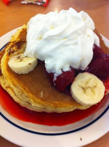 Ihopで食べるアメリカの大きめパンケーキ