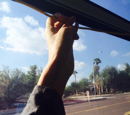 アメリカでバス降りる際にボタン無くて困った…2