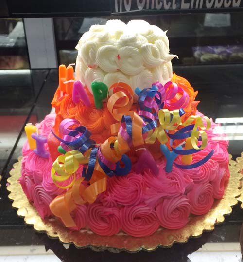 パッションピンクのケーキ