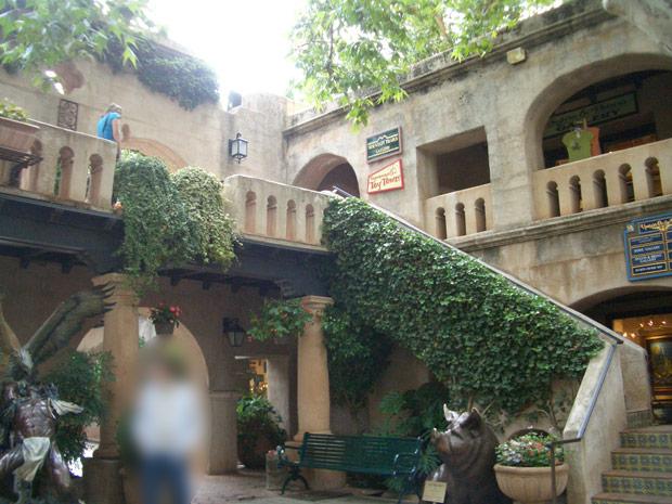 トラケパケ中庭