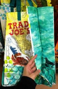 トレーダージョーズのエコバッグ 横から見た写真