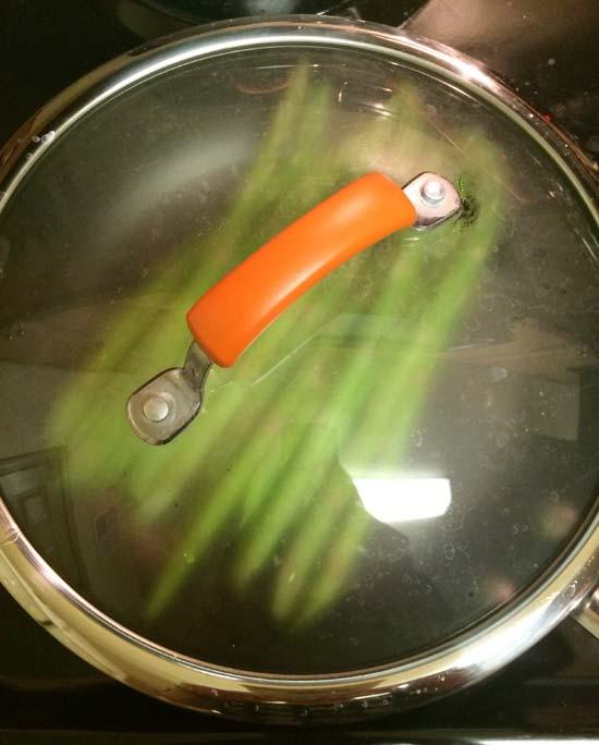 トレーダージョーズのレモンペーパーを野菜炒めに使ってみた