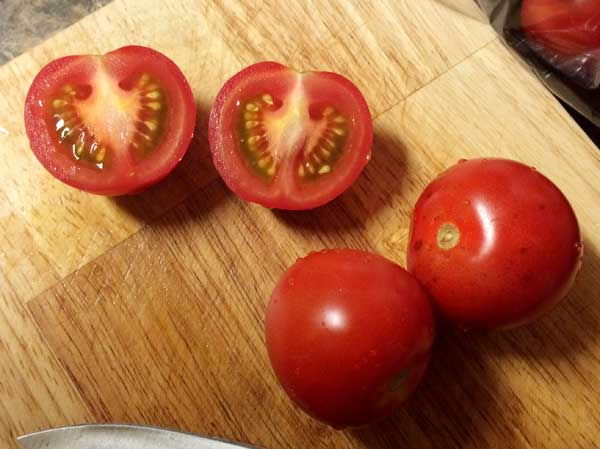 「High-Lycopene-tomatoes」を半分に切ってみる