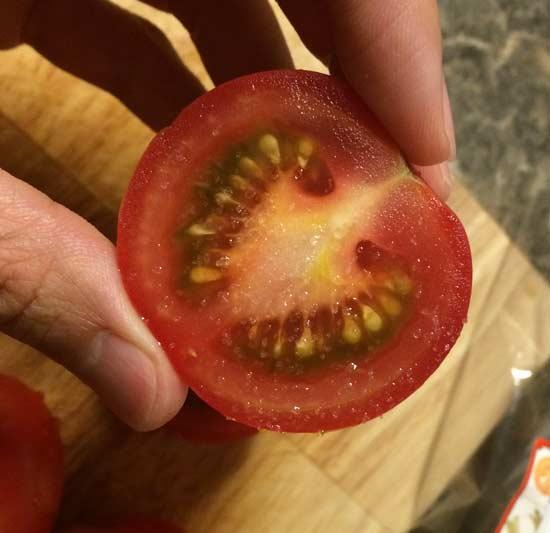 「High-Lycopene-tomatoes」にトレジョの塩を掛ける