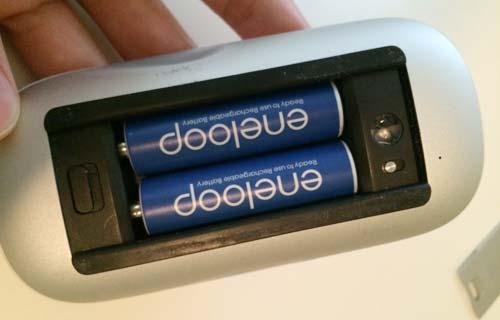 iMacのマジックマウスの電池交換(充電池のエネループに変えた!)