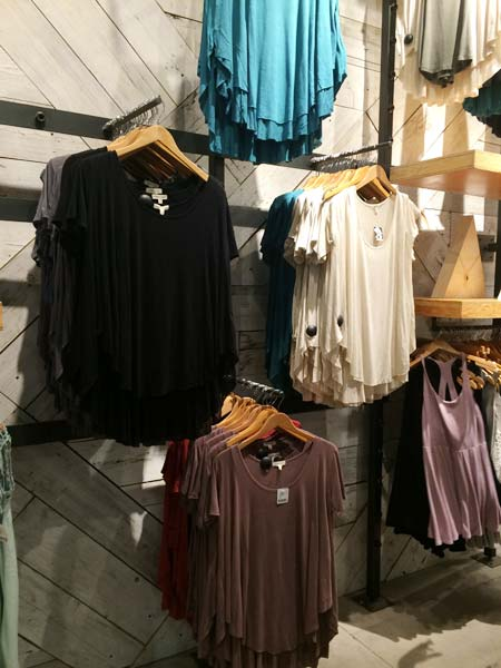 Urban Outfitters(アーバン・アウトフィッターズ)シャツ