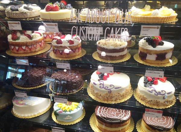 ホールフーズのケーキ