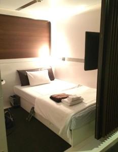 羽田空港内にあるホテル、ファーストキャビンのベッド