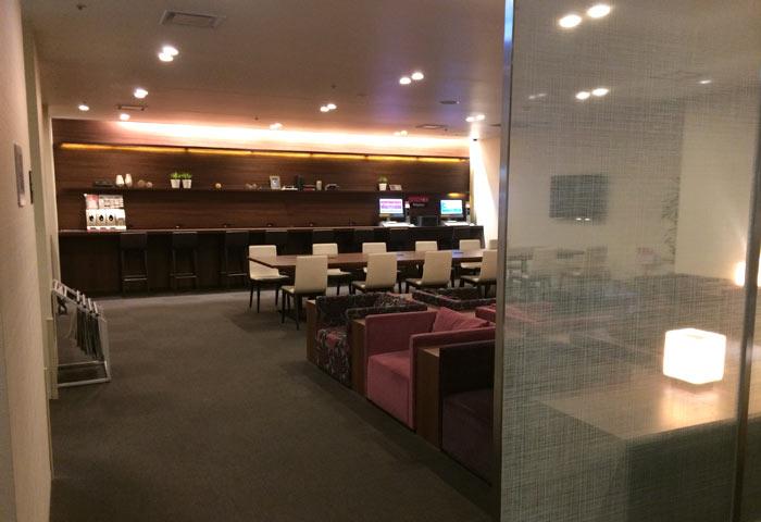 羽田空港内にあるホテル、ファーストキャビンのホテル内ラウンジ