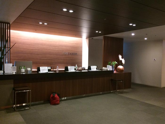 羽田空港内にあるホテル、ファーストキャビンの受付