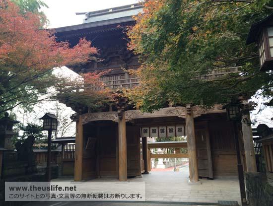 健軍神社の入口を裏から
