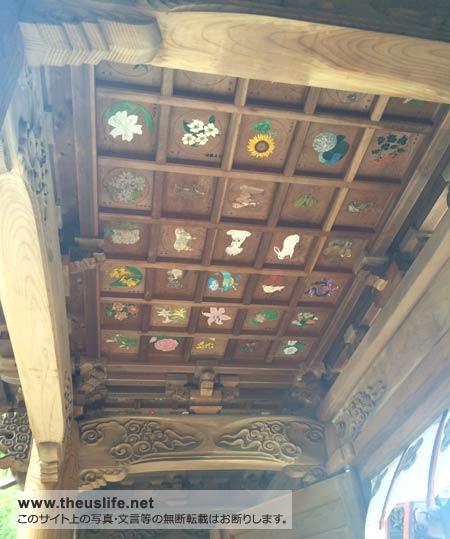 健軍神社の入口の天井には絵があります