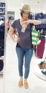 ジェシカ・シンプソンのマタニティジーンズ装着