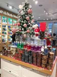 クリスマス一色の店内
