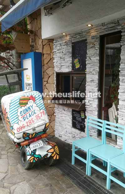 健軍神社のすぐ隣にあるカフェレストラン サニープレイス(外観)