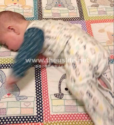 生後4ヶ月の赤ちゃん寝返りの瞬間!2