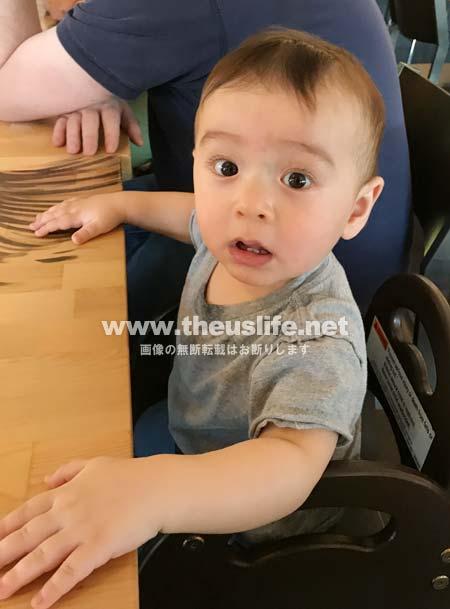生後十ヶ月の日米ハーフの両目二重まぶたになった赤ちゃんの顔