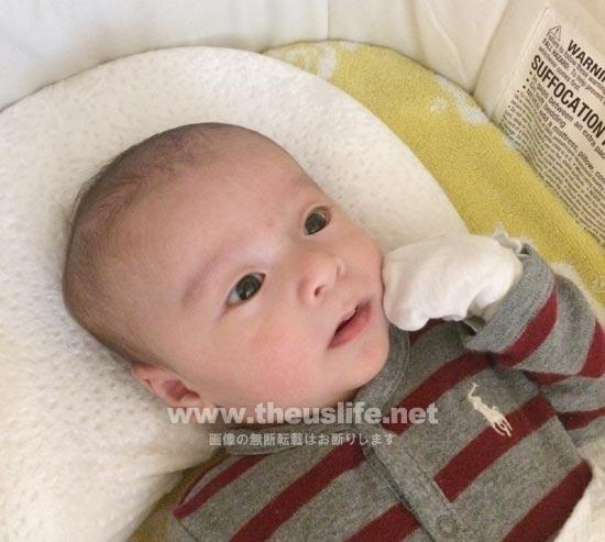 生後一ヶ月の日米ハーフの赤ちゃんの顔