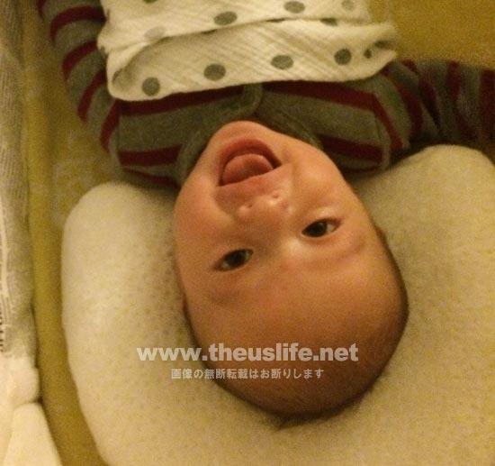 生後一ヶ月の日米ハーフの赤ちゃんの笑顔