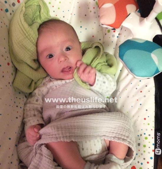 生後一ヶ月の日米ハーフの驚いた顔