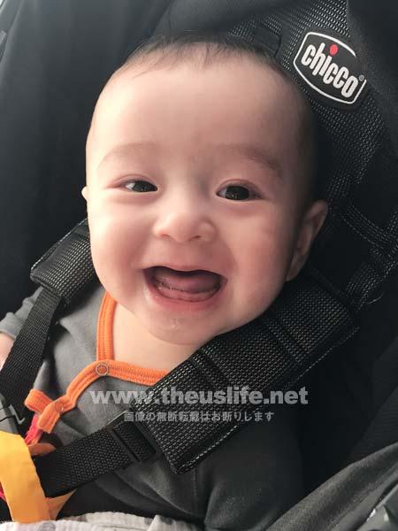 生後六ヶ月の日米ハーフの両目二重まぶたになった赤ちゃんの顔