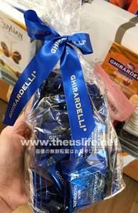 ギラデリミルクチョコレートの青いパッケージ