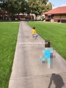 McCormick Stillman Railroad Park 公園内を走る子供