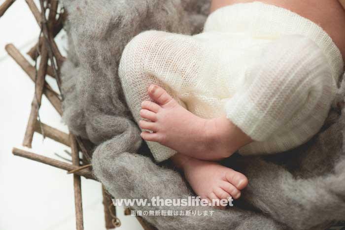 ニューボーンフォトで撮影した赤ちゃんの足元の写真