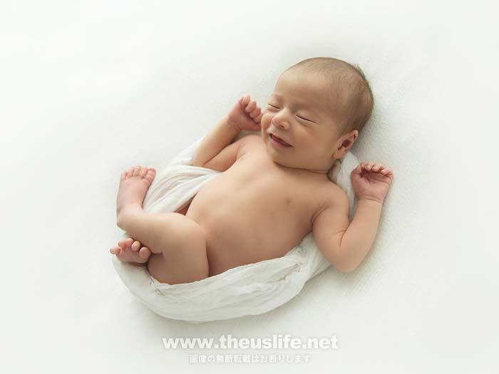 ニューボーンフォトでおくるみに包まれた赤ちゃん