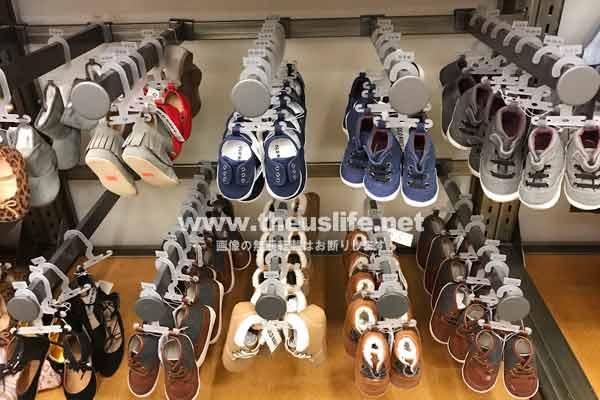 OldNavy 子ども用の靴売り場