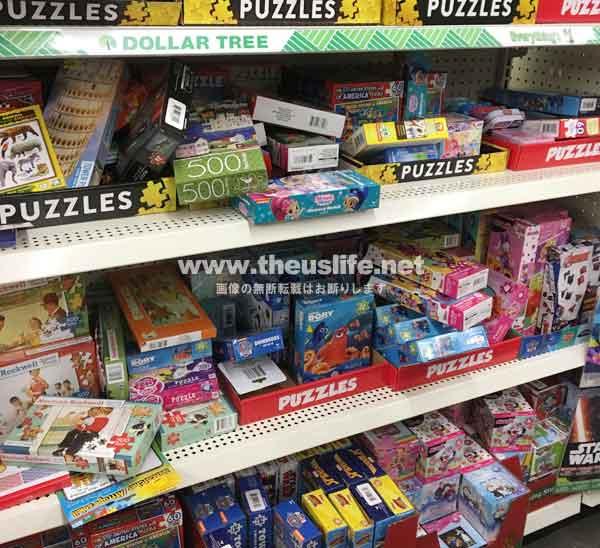 DollarTreeの子供用品売り場。塗り絵やパズルなど。
