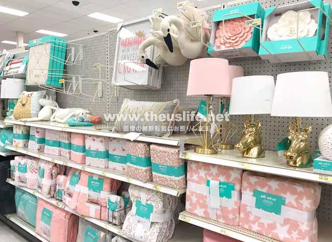 ターゲット店内の女の子用子供部屋の家具